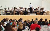 La banda municipal acerca la música en directo a los niños pinatarenses en un concierto didáctico
