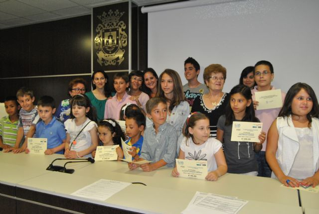 La Biblioteca y la concejalía de Juventud entregan los premios de los concursos de 125 Aniversario de Santiago de la Ribera - 1, Foto 1
