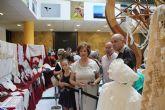 Las encajeras de bolillo inundaron la plaza de España en el X Encuentro de Encajeras de San Javier