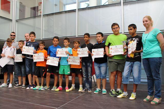 Los equipos vencedores de la fase municipal de deporte escolar reciben sus trofeos, Foto 2