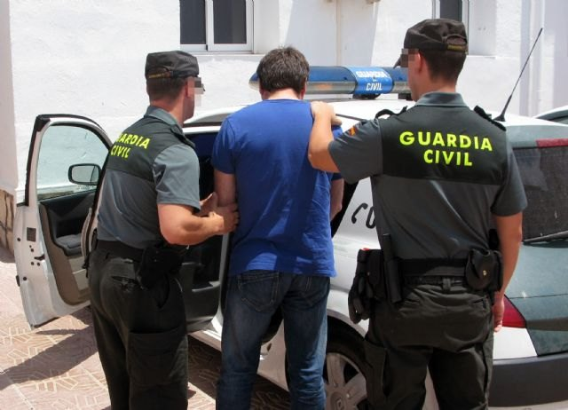 Civil Guard and local police dismantled a point Totana drug sales