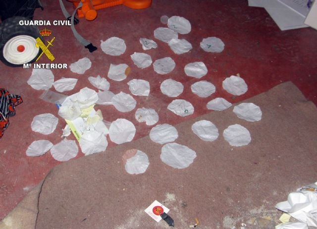 Civil Guard and local police dismantled a point Totana drug sales, Foto 4