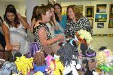 La asociación de Amas de Casa expone manualidades y labores realizadas por sus socias