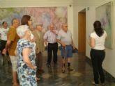 Los mayores del centro de día de El Algar conocieron la obra de Gabarrón