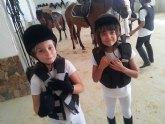 Veinte alumnos de la Escuela de Equitación Aros superan las pruebas de galopes