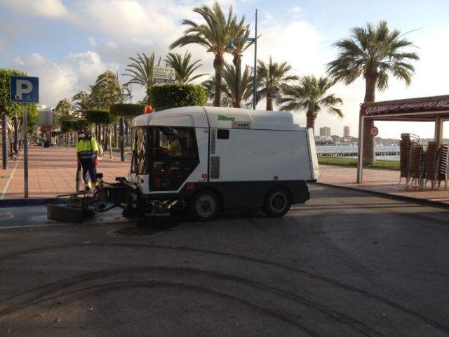 Servicios Públicos refuerza con 22 trabajadores y más maquinaria  la limpieza viaria y de playas durante el verano - 2, Foto 2