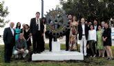 Rotary Club Mar Menor-San Javier celebra su 20 aniversario colocando el símbolo rotario en una rotonda del municipio