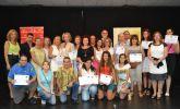 Los alumnos de la Universidad Popular obtiene los diplomas del curso escolar 2012-2013