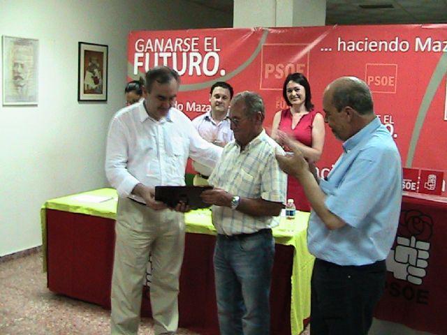 La agrupación local del PSRM-PSOE de Mazarrón, homenajea a un militante por su constancia y valores personales, Foto 2