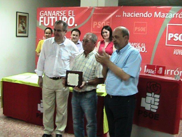 La agrupación local del PSRM-PSOE de Mazarrón, homenajea a un militante por su constancia y valores personales, Foto 3