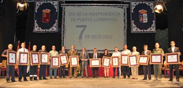 Distinciones a ciudadanos, colectivos y entidades que trabajaron y se involucraron de forma especial en la riada de septiembre con motivo del Día de la Independencia - 1, Foto 1
