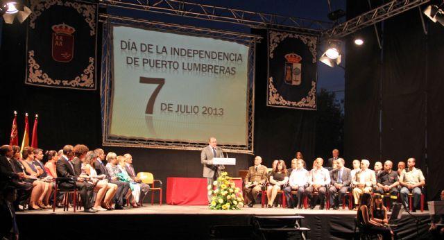 Distinciones a ciudadanos, colectivos y entidades que trabajaron y se involucraron de forma especial en la riada de septiembre con motivo del Día de la Independencia - 2, Foto 2