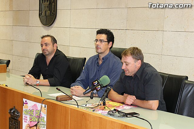 """The Carnival Supporters' Federation and the Department of Celebration organized the """"Noche de Carnaval. Festival Hat"""""""