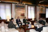 El jefe del Ejecutivo murciano recibe al alcalde de La Unión, Francisco Bernabé