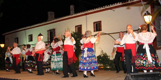 Los mayores del Centro Social de Lorca protagonizaron un recital de poesía, teatro y bailes regionales como agradecimiento a Puerto Lumbreras - 2, Foto 2