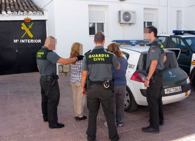 "The Civil Guard detained in Totana two women dedicated to defraud by scam ""tocomocho"" throughout the national territory"