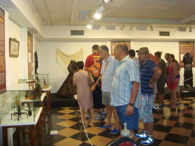 Los usuarios del Servicio de Apoyo Psicosocial visitan la exposición Huellas del pasado - 2, Foto 2