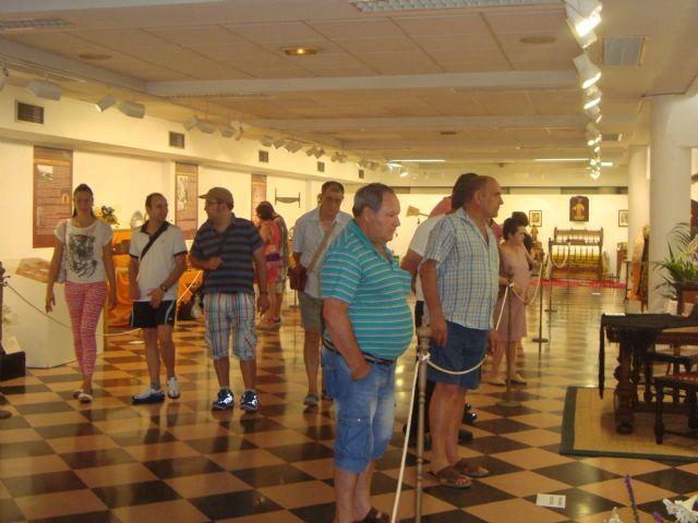Los usuarios del Servicio de Apoyo Psicosocial visitan la exposición Huellas del pasado - 3, Foto 3