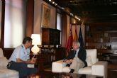 Valcárcel recibe al coronel jefe de la Base Aére a de Alcantarilla y director de la Escuela Militar de Para caidismo ´Méndez Parada´
