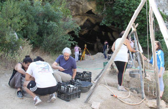 Los restos de fuego utilizados por el hombre primitivo más antiguos de Europa están en la Cueva Negra - 2, Foto 2