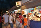 El mercado nocturno de Lo Pagán oferta gran variedad de productos en más de 50 casetas