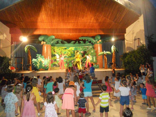 """About 600 people attend the children's show """"The Gang Show Drilo"""""""