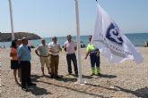 Las playas de Mazarr�n ya lucen sus distintivos de calidad tur�stica
