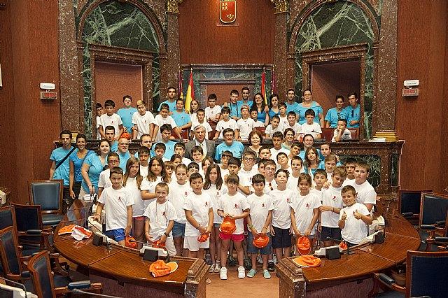 Los jovenes hemofílicos aprenden los secretos del debate parlamentario en la Asamblea Regional de Murcia - 1, Foto 1