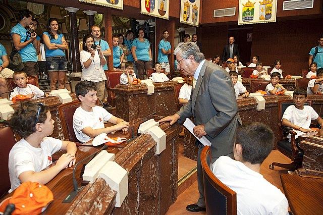 Los jovenes hemofílicos aprenden los secretos del debate parlamentario en la Asamblea Regional de Murcia - 2, Foto 2
