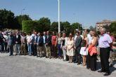 El Pleno guarda un minuto de silencio en recuerdo de las víctimas del accidente ferroviario de Santiago de Compostela