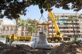El monumento de Isidoro Maiquez ya luce en su nueva ubicación