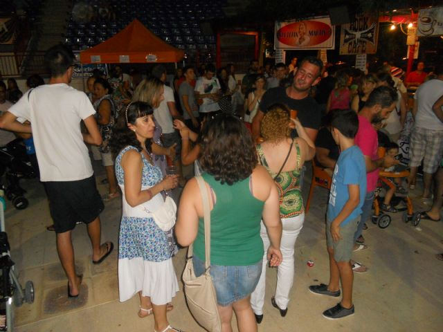 Varios centenares de personas asisten a la Feria de Noche Fiesta de la Cerveza - 4, Foto 4