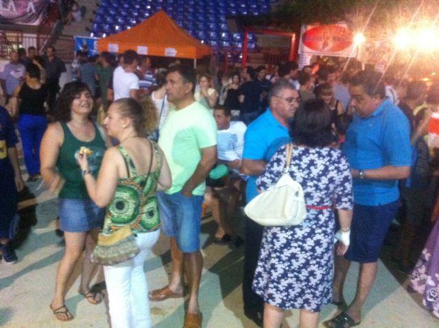 Varios centenares de personas asisten a la Feria de Noche Fiesta de la Cerveza - 5, Foto 5