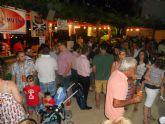 Varios centenares de personas asisten a la Feria de Noche 'Fiesta de la Cerveza'