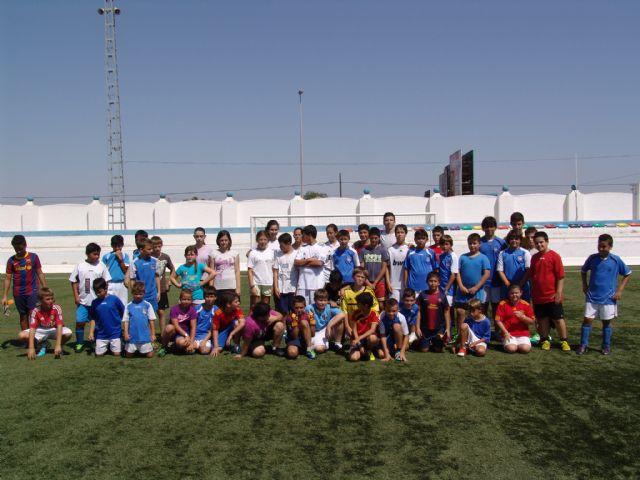 El campus de fútbol gratuito vuelve a ser un éxito con más de 120 participantes - 1, Foto 1