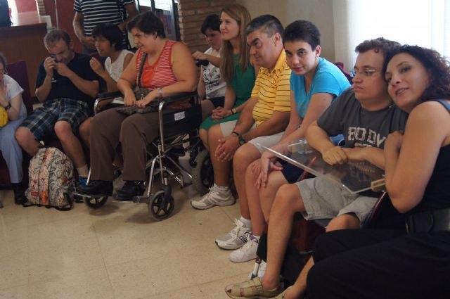 """Los alumnos del Centro de Día """"José Moyá"""" clausuran las actividades del curso con un emotivo acto en el que han participado autoridades municipales - 2, Foto 2"""