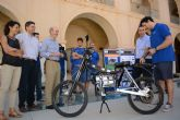 Alumnos de la Politécnica presentan una moto eléctrica plegable que se conecta a las aplicaciones de geoposicionamiento de los smartphones