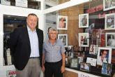 Los trofeos del Festival Internacional del Cante de las Minas ya lucen en los 'escaparates flamencos' de La Unión