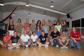 El grupo de Coros y Danzas Mar Menor reúne a todos los bailarines de su larga historia de 45 años con motivo del 25 aniversario del Festival de Folclore de San Javier