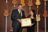 Emoción y lágrimas de Eva Yerbabuena al recibir el Castillete de Oro del Festival del Cante de las Minas
