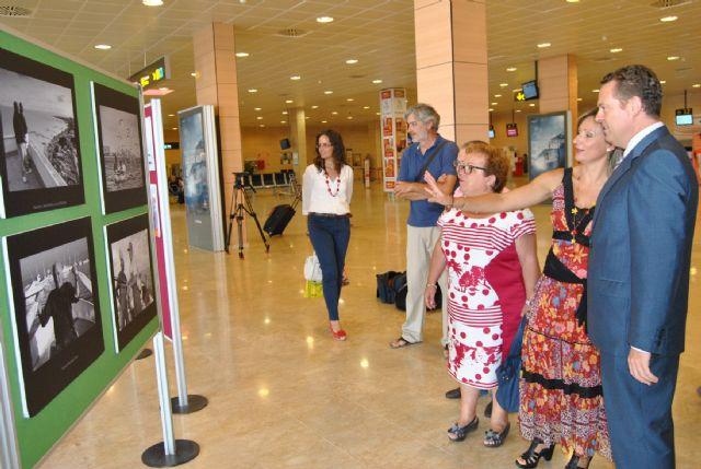 La concejalía de Medio Ambiente muestra otra cara del Mar Menor en el Aeropuerto con la exposición Pescadores - 2, Foto 2