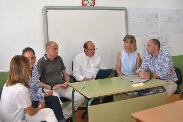 Los ediles de Empleo, Educación y Juventud se reúnen con el nuevo consejero en su primera visita a San Javier - 1, Foto 1