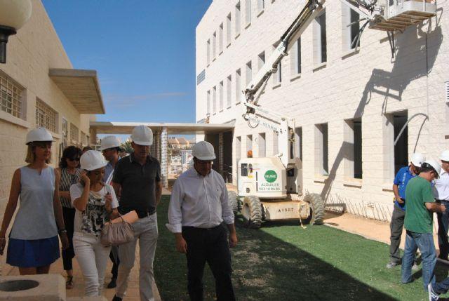 El consejero de Educación y el Alcalde de San Javier visitan las obras del colegio El Recuerdo que estará listo para el próximo curso - 1, Foto 1