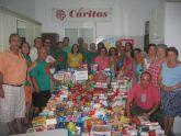La Comisión Municipal Antideshaucios entregó a Cáritas  1.346 kilos de productos de alimentación, higiene y limpieza
