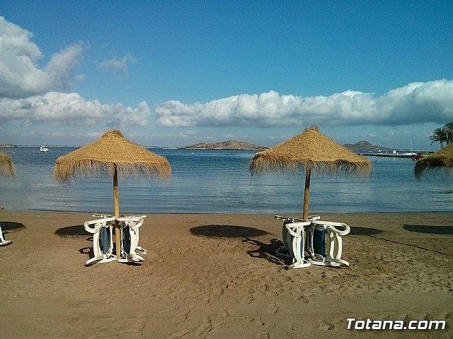 Unos 400 mayores de los centros sociales del IMAS disfrutan este verano de excursiones a la playa, Foto 1