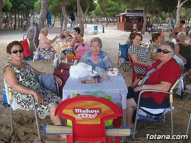 Unos 400 mayores de los centros sociales del IMAS disfrutan este verano de excursiones a la playa, Foto 3