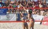 Un millar de personas en las finales del I Torneo del Sol de Voley Playa en La Manga