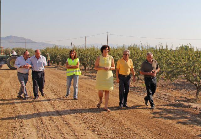 El consejero de Agricultura y Agua y la alcaldesa de Puerto Lumbreras supervisan las obras de mejora en caminos rurales de la pedanía de La Estación-Esparragal - 1, Foto 1