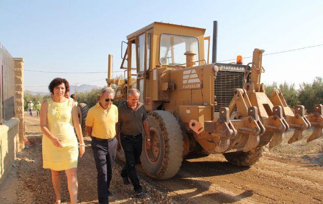 El consejero de Agricultura y Agua y la alcaldesa de Puerto Lumbreras supervisan las obras de mejora en caminos rurales de la pedanía de La Estación-Esparragal - 2, Foto 2