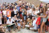 Pedro Cano enseña a grandes y pequeños a dar 'un mordisco a la realidad' pintando las Minas de Mazarrón